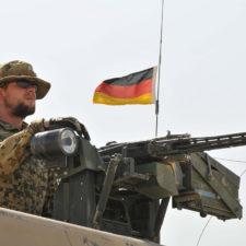 Schwarzbuch Bundeswehr: Rüstzeug für den Kampf gegen Krieg
